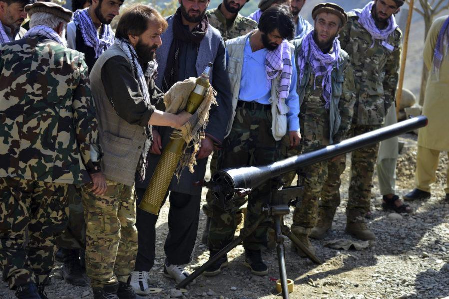 Talibanerna säger sig besegrat sista motståndet i Pannshirdalen, men det förnekas av den upproriska gruppen NRF som befinner sig där.