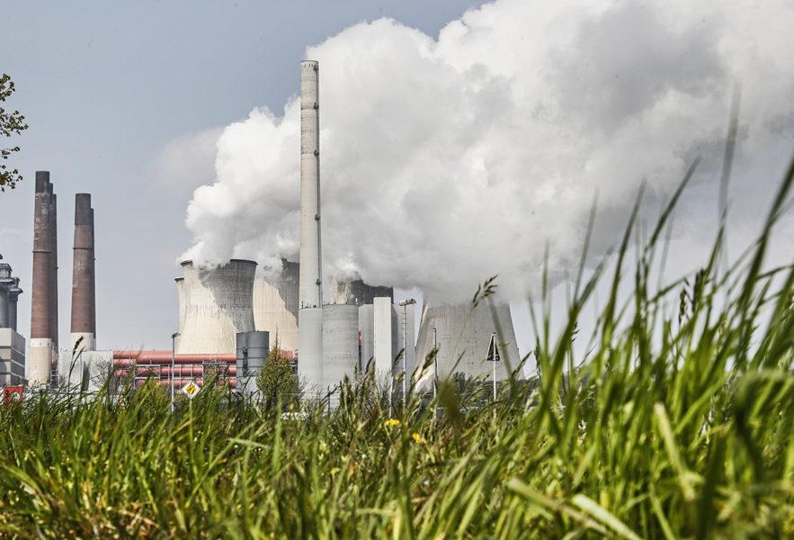 IEA:s årliga rapport visar att klimatomställningen måste ske betydligt snabbare om klimatmålen ska uppnås.