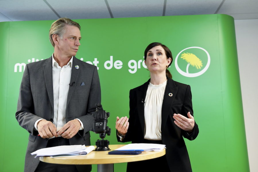 """Språkrören Per Bolund och Mörta Stenevi presenterade på måndagen Miljöpartiets samlade förslag för att nå utsläpp utsläpp """"nära noll"""" 2035."""