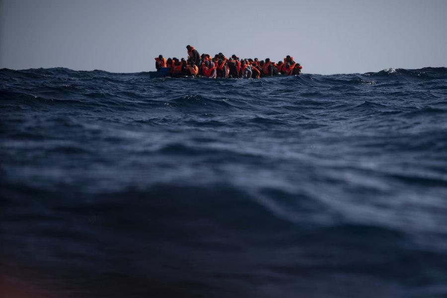 70 personer befaras ha omkommit i Medelhavet, då en migrantbåt gjorde nödanrop och sedan försvann.