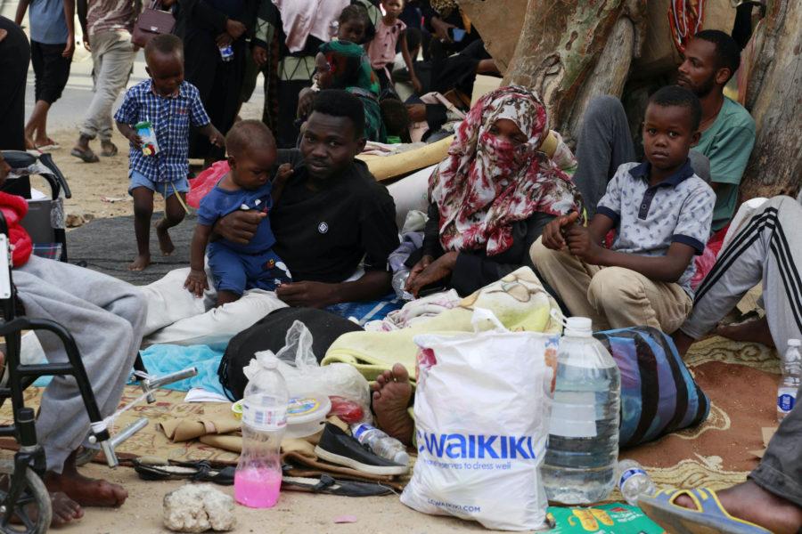 Under söndagen samlades dussintals flyktingar utanför FN:s högkvarter i huvudstaden Tripoli för att protestera mot de fruktansvärda interneringslägren och att de lämnas kvar i Libyen utan att få hjälp vidare.